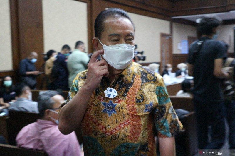 Terpidana kasus cessie Bank Bali Djoko Soegiarto Tjandra menjadi saksi untuk terdakwa Pinangki Sirna Malasari di Pengadilan Tipikor Jakarta, Senin (9/11). (Antara/Desca Lidya Natalia)