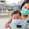 Trik agar Anak Mau Mengenakan Masker saat Bepergian