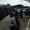 Penyekatan Larangan Mudik di Cibiru Bandung Timbulkan Kemacetan Panjang