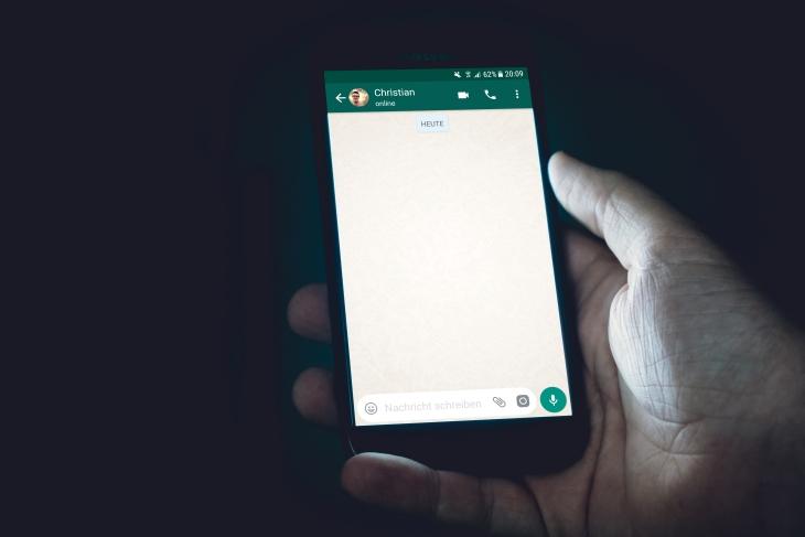 WhatsApp juga mengalami kontroversi dalam permintaan izin untuk akses data pribadi. (Foto: Unsplash/christian wiediger)
