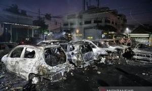 Bentrok Massa di Asrama Brimob Petamburan, Belasan Mobil Hangus