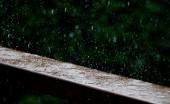 Bisakah Kita Meminum Air Hujan?
