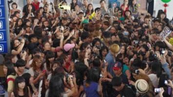 Tindakan Gila Fan Sasaeng Demi Mendekati Idola K-Pop di Pesawat