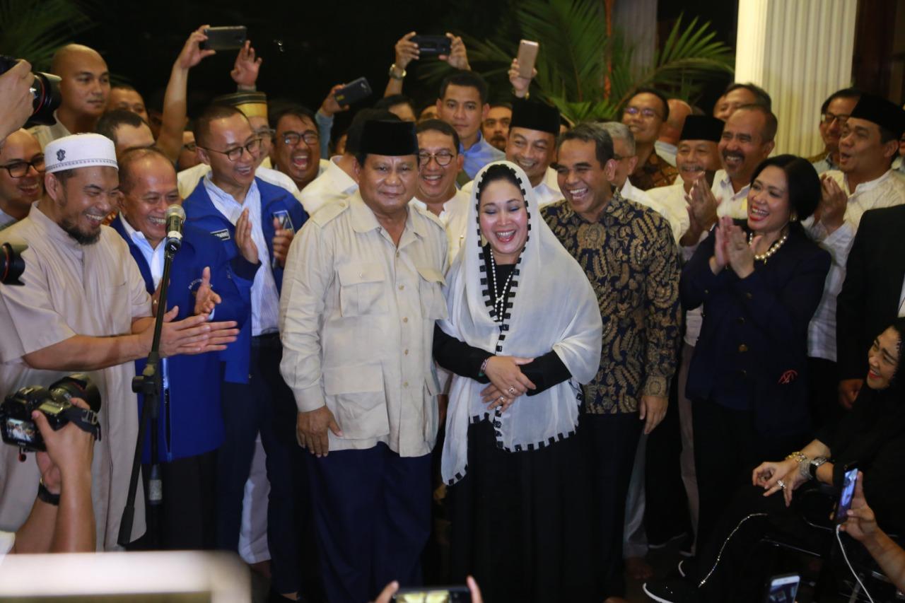 Prabowo Ucapkan Selamat Ulang Tahun ke Titiek Soeharto: Nggak Ada Kado, Duitnya Habis Buat Kampanye