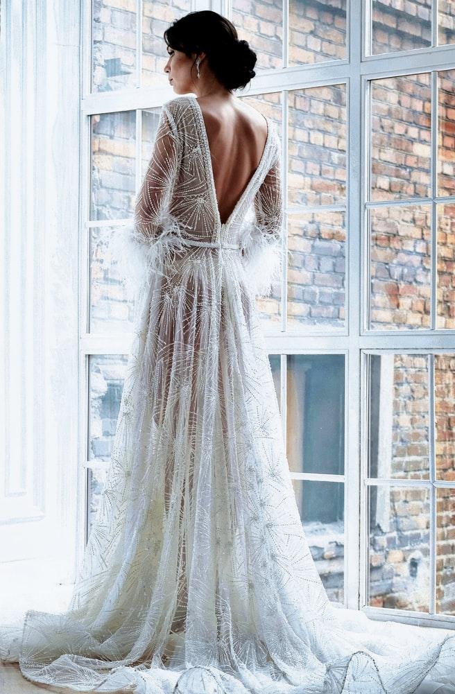 Lace dress membuatmu terlihat classy. (Foto Unsplash/anna1991anna)