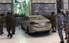 Video Mobil Tabrak Pintu Masjidil Haram