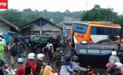 Kecelakaan Beruntun di Puncak, Bus Pariwisata Tabrak 15 Mobil, 8 Motor