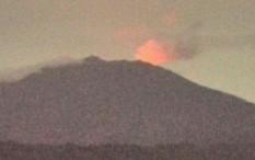 Gunung Raung Semburkan Material hingga 700 Meter