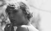 'Folklore' Milik Taylor Swift Capai Penjualan Dua Juta Keping