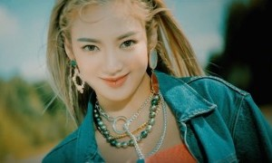 "Hyoyeon 'Girls Generation' Resmi Luncurkan Video Klip ""Punk Right Now""."