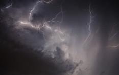 Jakarta Berpotensi Hujan Disertai Kilat dan Angin Hari Ini