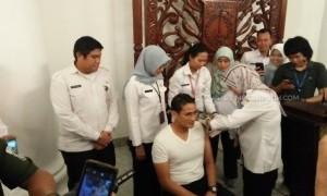 Ikuti Arahan Pemerintah Sandiaga Lakukan Sutik Difteri yang Kedua