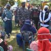 Kerahkan Kapal Perang, TNI AL Vaksinasi Warga Pulau Bawean