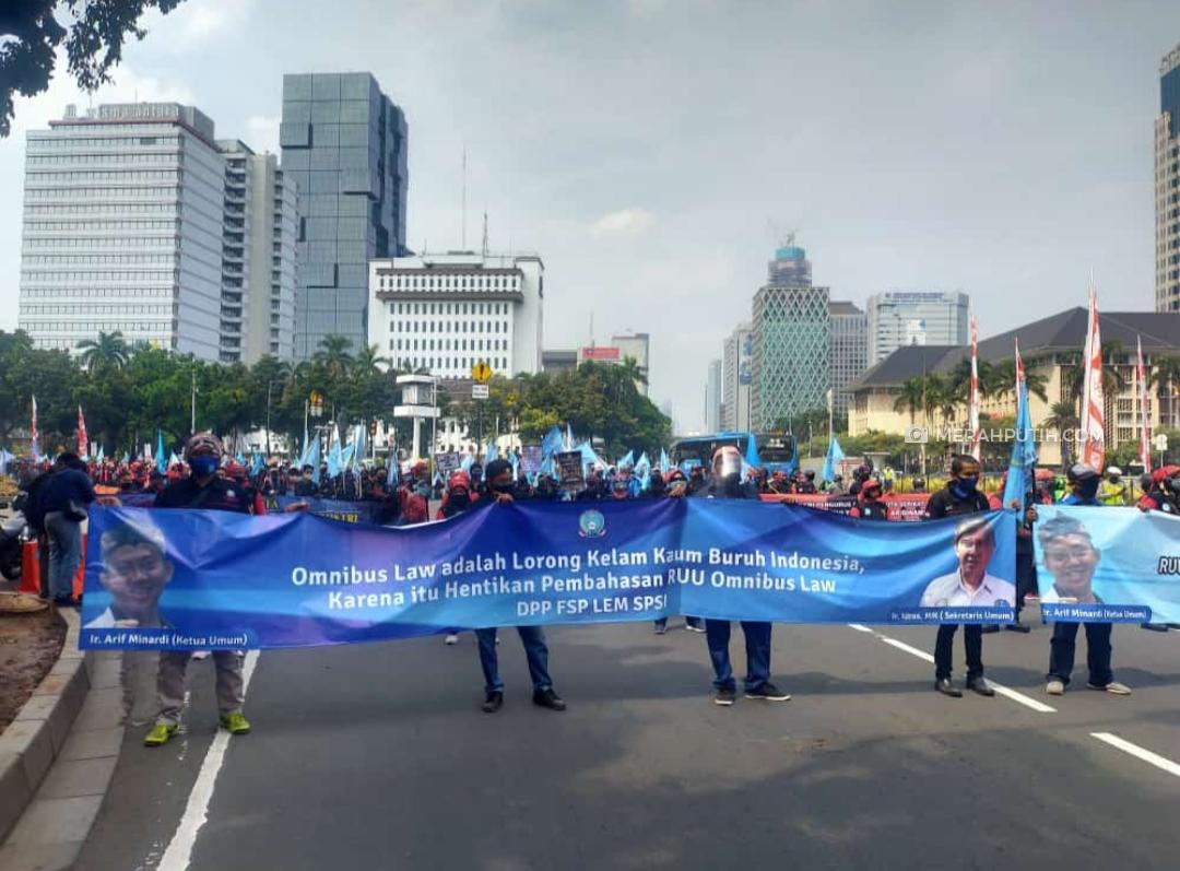 Tolak RUU Ciptaker, Ratusan Buruh Kepung Istana