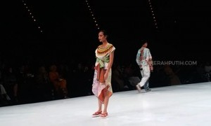 Kombinasi Mode Harajuku dengan Etnik Jawa - Kalimantan