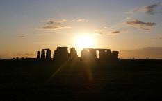 Stonehenge Menyiarkan Solstice Musim Panas Pertama kalinya Secara Daring