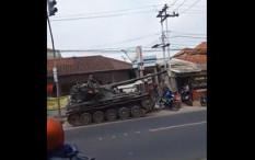 Viral Tank TNI Tabraki Sejumlah Motor dan Gerobak, Pengemudi Diperiksa Polisi Militer