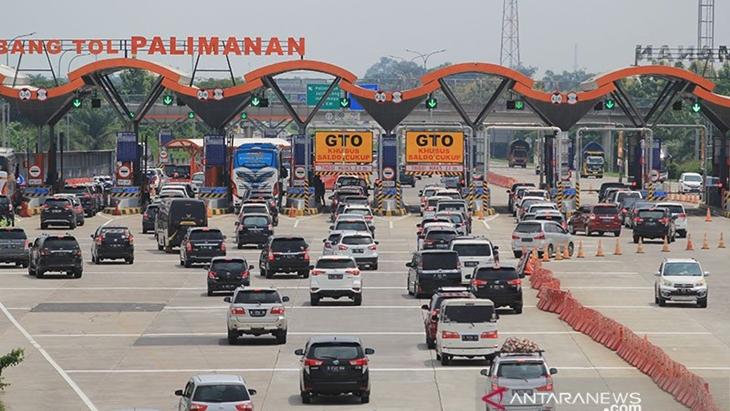 Ilustrasi - Kendaraan pemudik Natal 2020 melintas menuju gerbang Tol Cipali, Palimanan, Cirebon, Jawa Barat, Kamis (24/12/2020). ANTARA FOTO/Dedhez Anggara/rwa/pri.