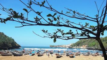 Nekat Masuk ke Pantai Selatan, Puluhan Wisatawan Diminta Pulang