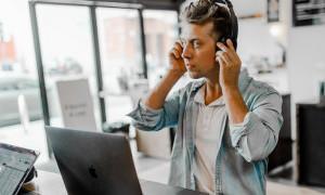 Jenis Musik Apa yang Tepat Untuk Menemani Kamu Bekerja?