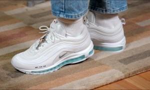 'Jesus Shoes' Dirilis Lengkap dengan Air Suci, Dibanderol Hingga Rp 42 Juta