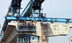 Berpengalaman, Anies Percayakan Sandi Tangani Infrastruktur Molor