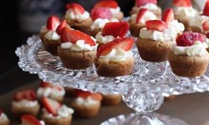 Menjelang Valentine, Ayo Bikin Tart Coklat Putih dan Stroberi Untuk Kekasihmu