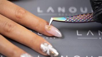 Canggih, Manicure Menyulap Kuku Jadi Kartu Nama