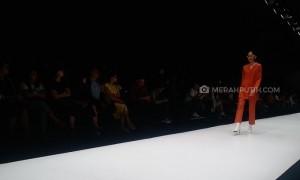 Refleksi Gaya Perempuan Berpakaian di Jakarta Fashion Week 2018