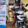 Guru Honorer di Solok Terpaksa Jual Kerupuk Keliling karena Hanya Digaji Rp 60 ribu per Bulan