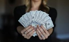 Teknik Hitung Uang Manual Kilat dengan Cara 'Tak Biasa', Bikin Kamu Tak Berkedip