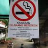 Belasan Iklan Rokok Ditertibkan Satpol PP Petojo