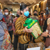 Borong Kerupuk Rp 100 Ribu di Pameran UMKM, Gibran: Buat Makan di Rumah