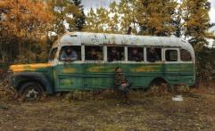 "Bus Ikonik Film ""In To The Wild"" Keluar Hutan Alaska"