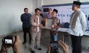 Pengamat Politik Ujang Komarudin Raih Penghargaan Jakarta Youth Award 2019