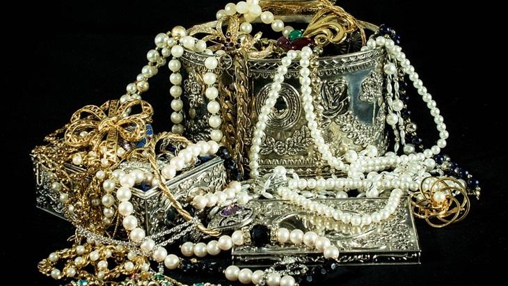 Melancong Bawa Perhiasan, Amankah?