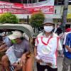 Warga dan Pedagang Pasar Kleco Solo Rela Antre Demi Sembako dari Jokowi