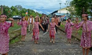 Ketika Warga Perbatasan Miliki KTP Indonesia dan Malaysia