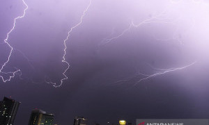 Jakarta Bakal Diguyur Hujan Disertai Petir dan Angin Kencang, PPSU Diminta Siaga