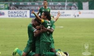 Persebaya dan Madura United Lolos ke Delapan Besar