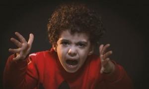 Tenang dan Jangan Pukul Si Kecil ketika Mengalami Tantrum