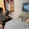 Cerita Keluarga Kristen Jalani Ibadah Natal Pertama Seumur Hidup Melalui Televisi