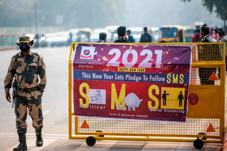 New Delhi, India on New Year's Eve. (Foto The Guardian)