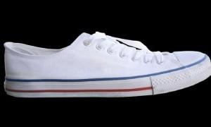 5 Bahan Alternatif Bersihkan Sepatu Putih