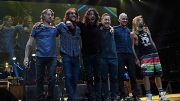 Foo Fighters Rilis Dokumenter 'The Day The Music Came Back'