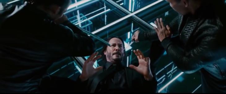 John Wick disudutkan dengan karambit di John Wick 3. (Foto tangkapan gambar Youtube/tech soft17)
