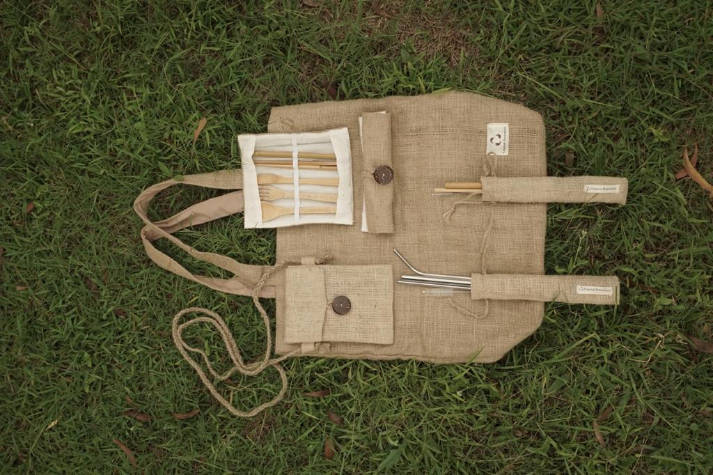 CB juga menghadirkan tas dari goni. (Foto Ist)