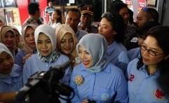 Giliran Istri Sandi yang Jenguk Ahmad Dhani di Rutan Surabaya