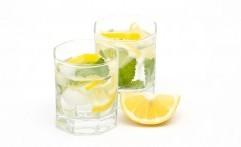 5 Manfaat Minum Air Lemon Hangat di Pagi Hari