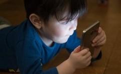 Awas! Keseringan Main Gadget Bisa Bikin Anak Depresi